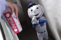 mr met in mascot's entrance